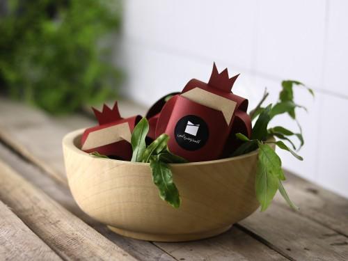 جعبه شکلات و فال نار - همراه با دانههای از جنس فال و شکلات